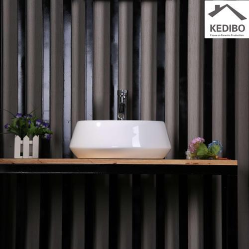China Round Bathroom Super White Ceramic Basin 7024